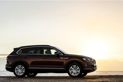 Mighty VW Touareg Side