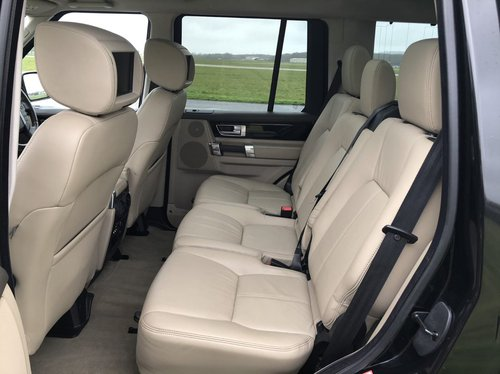2013 Land Rover Discovery 4 SDV6 HSE back seats