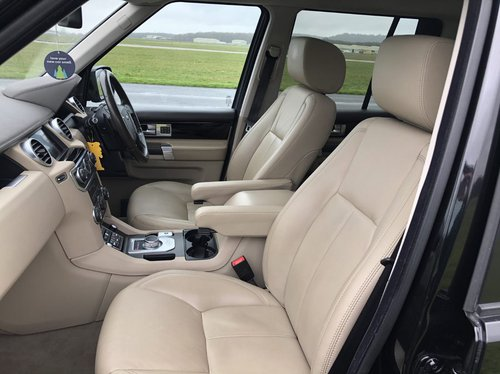 2013 Land Rover Discovery 4 SDV6 HSE front seats.