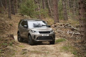 The New Land Rover Discovery Front